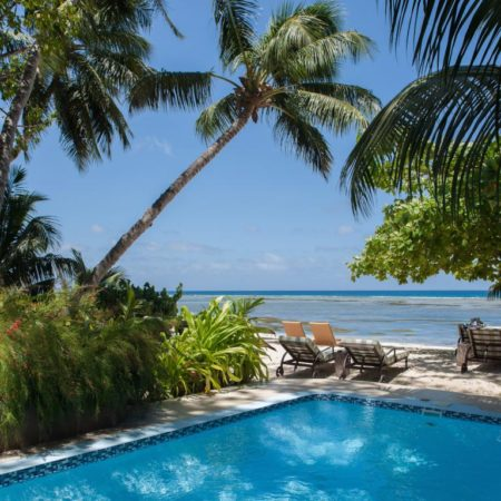 piscine et bord de mer de l'hotel Le Repaire