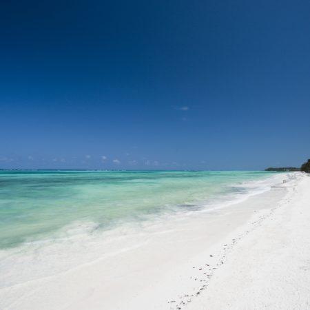 Karafuu plage de sable blanc