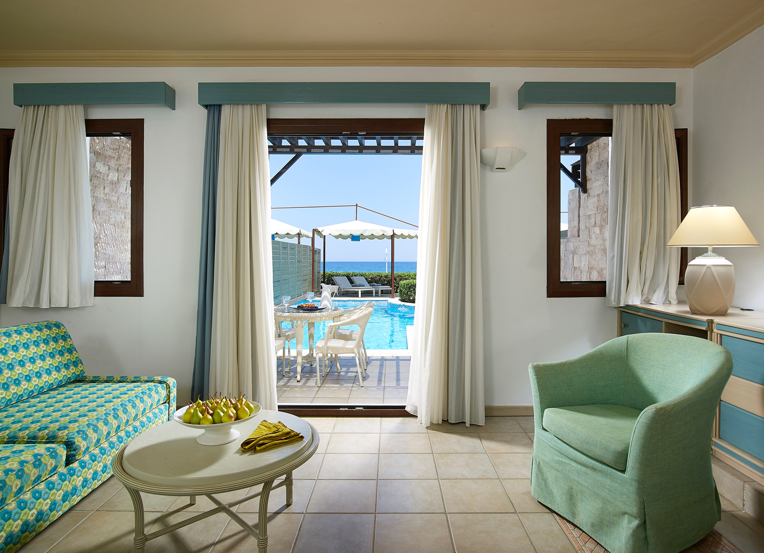 JUNIOR-SUITE-SEA-FRONT-PRIVATE-POOL