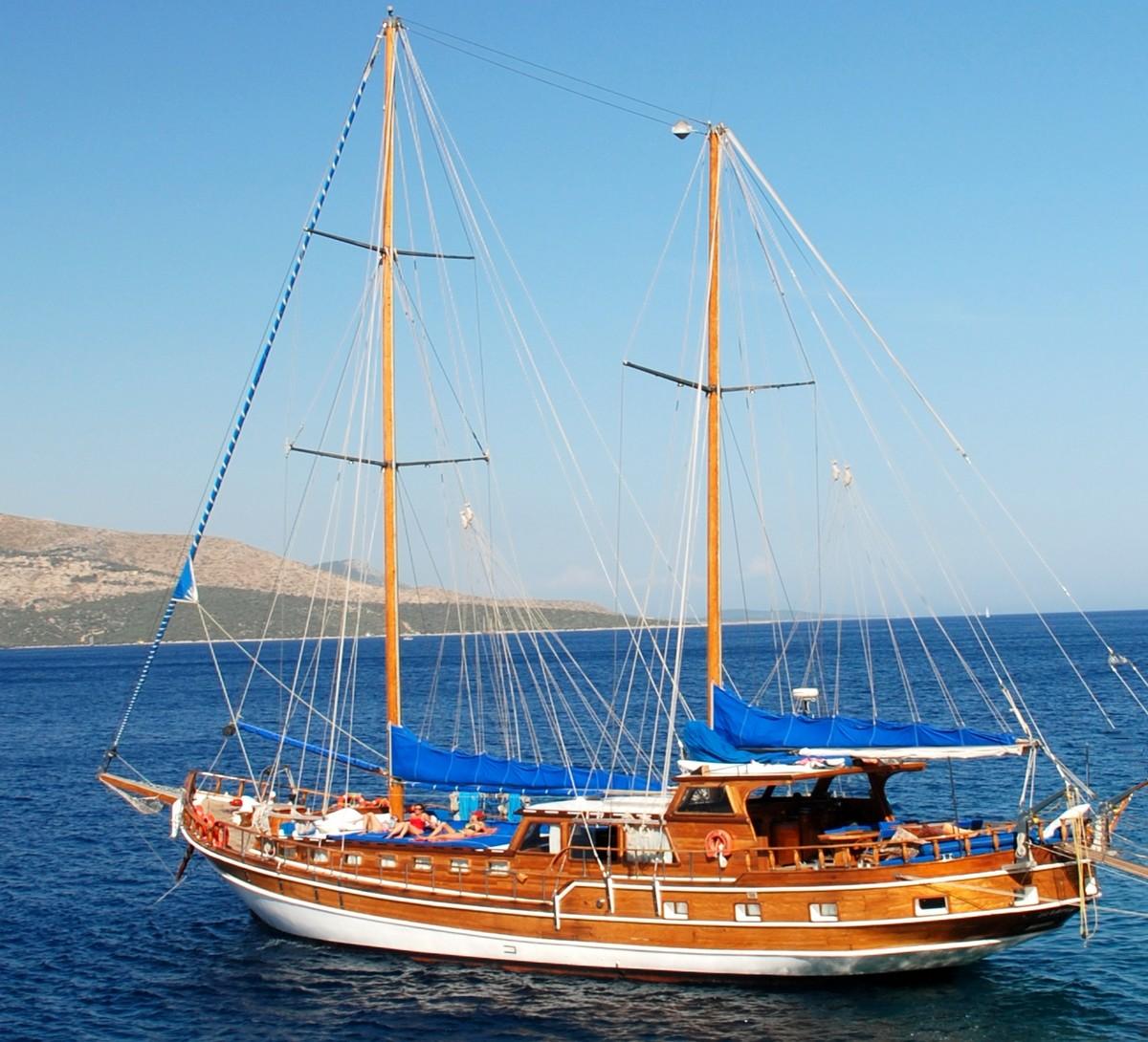 Goélette en général pour croisière à la cabine dans les îles grecques