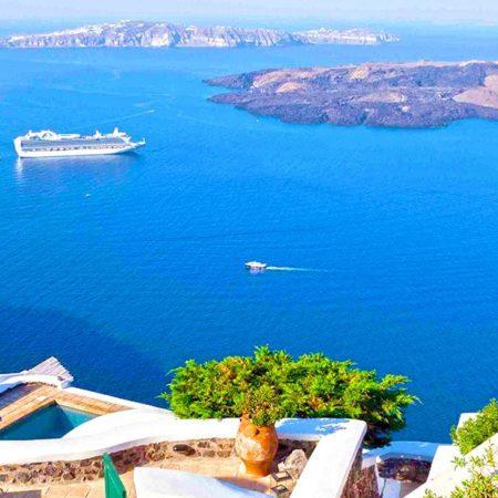 Vue panoramique de la caldeira de Santorin