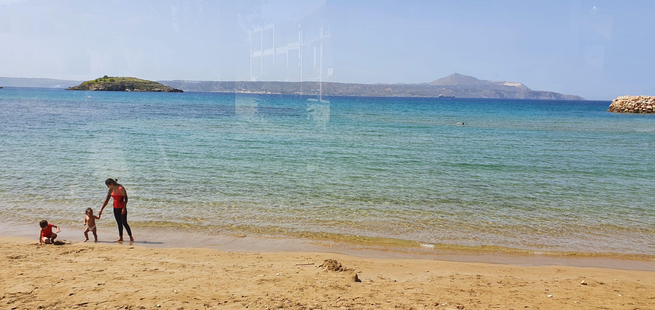 plages de sable blond sur les côtes de l'île de Crète Grèce