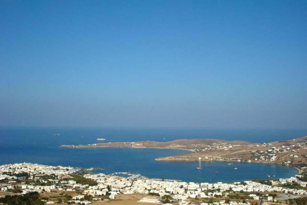 vue sur l'île de Paros îles Cyclades Grèce