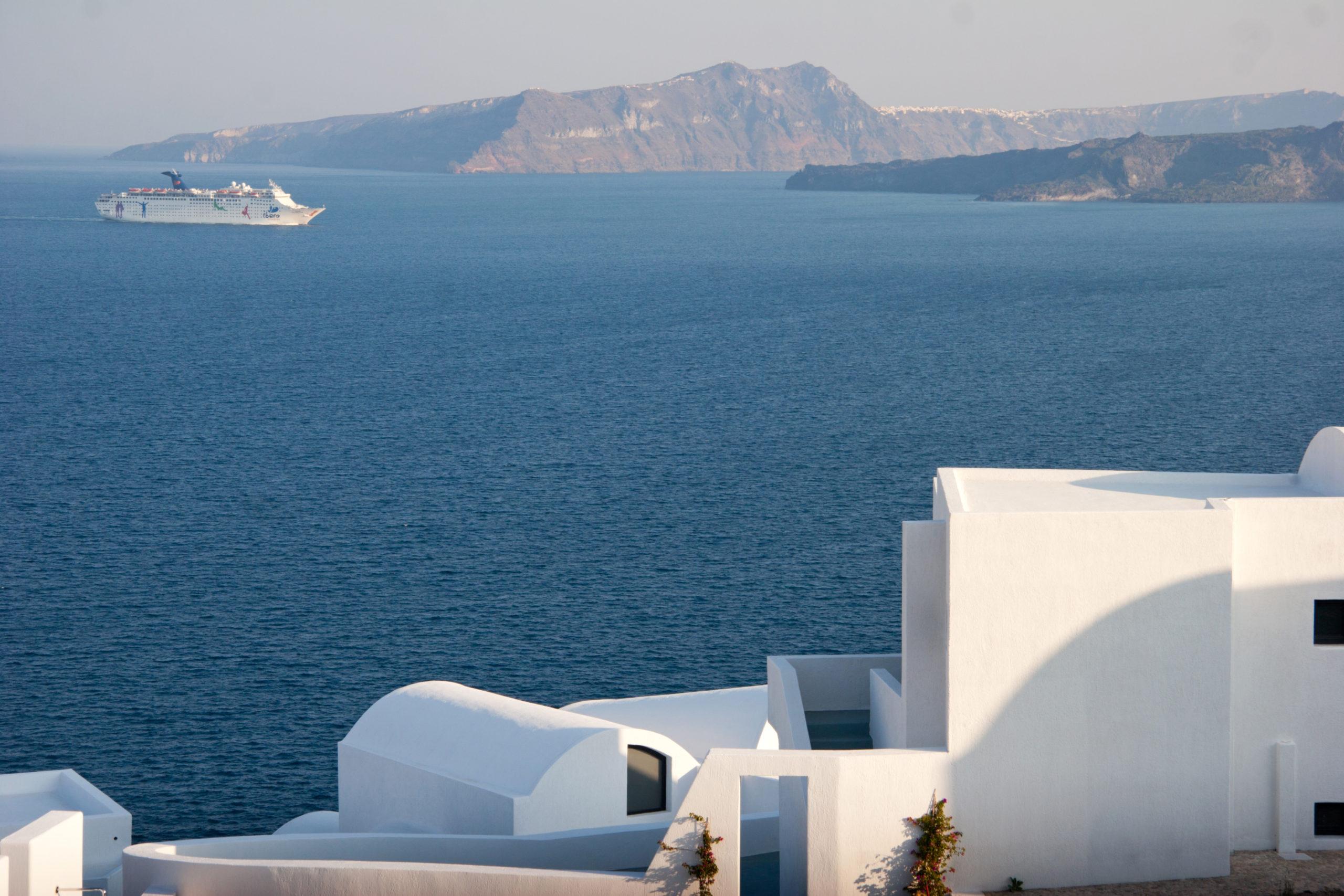 Vue sur le volcan île de Santorin îles Cyclades Grèce