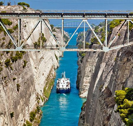 Canal de Corinthe commencement de la péninsule du Péloponnèse Grèce